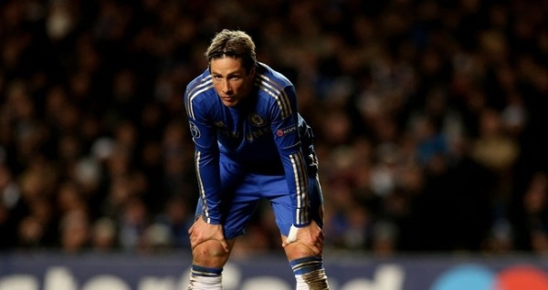 A familiar pose for Torres in a Chelsea shirt. (via skyports.com)